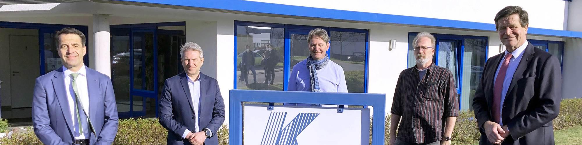 De izquierda a derecha: Bernd Reifenhäuser (CEO, Reifenhäuser Group); Richard Zimmermann (director de Kdesign);Gerd Fähling (jefe de ventas de Kdesign);Joachim Lange (de Kdesign); y Ulrich Reifenhäuser (CSO, de Reifenhäuser Group).