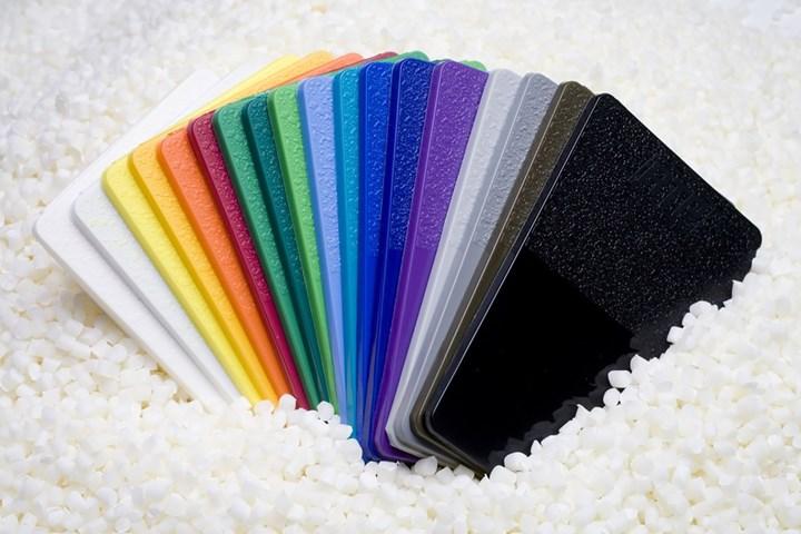 Los colorantes pueden aumentar considerablemente el costo del material.
