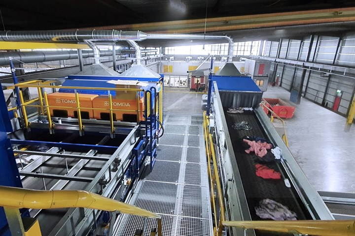 Stadler y Tomracrean en Malmoe (Suecia) la primera planta de clasificación textil del mundo totalmente automatizada.