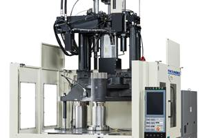 La mesa de trabajo de la máquina de moldeo por inyección vertical TWX300RIII36V, de Nissei, tiene un tamaño de 40 pulgadas, fácil de usar.