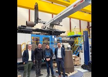 Injection Molding: Largest Wittmann Robot Yet Handles 100 kg