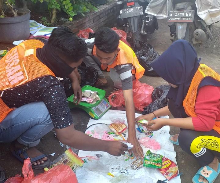 Project STOP Pasuruan waste workers