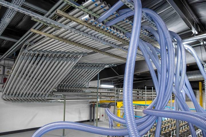 来自Wittmann Battenfeld的新材料处理系统传达了适合Flex医疗模具业务的干净外观。