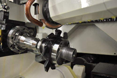 Grinding a PCD cutting tool