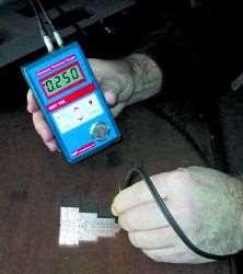 Handheld ultrasonic thickness gauge