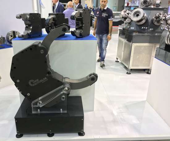 SMW Autoblok steady rests with the hydraulic cylinder
