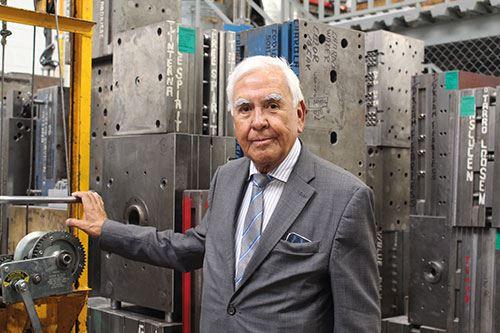 Federico Vera Palafox es un líder indiscutible y pionero de la industria plástica mexicana. Pocas plantas tienen en México un taller de moldes como la de Moldeo de Plásticos FAR.