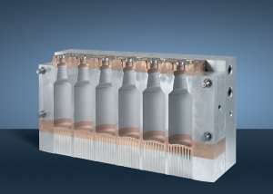 Long stroke extrusion molds